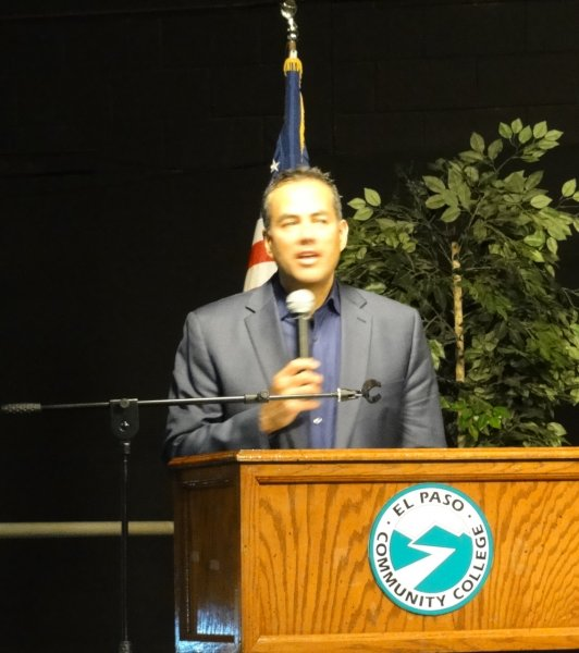El Paso City Manager Tony Gonzalez speaks to the Audience.JPG