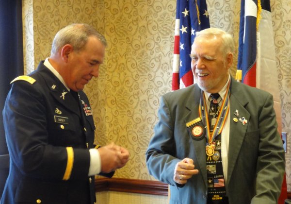 LTC Dorsey Receives HIs MOWW Membership Pin.JPG